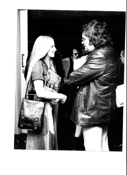 Lori Lieberman and Roel Kruize, president of EMI/BOVEMA, 1973